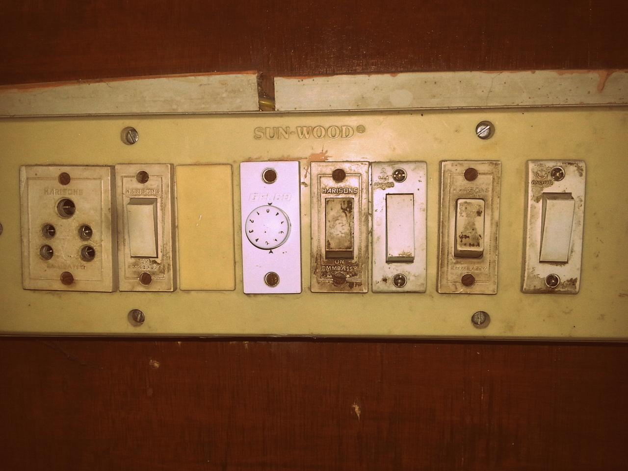 Wunderbar Amerikanische Lichtschalter Galerie - Elektrische ...